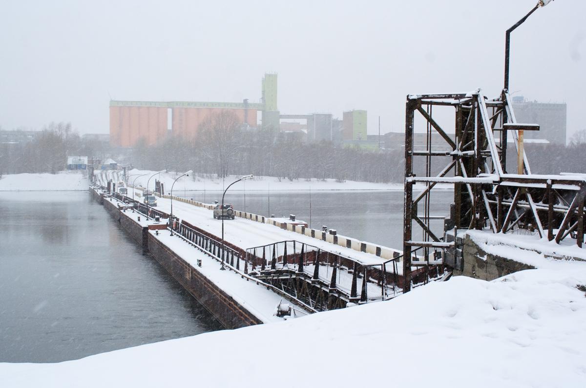 Понтонный мост через реку Бия временно перекрыт